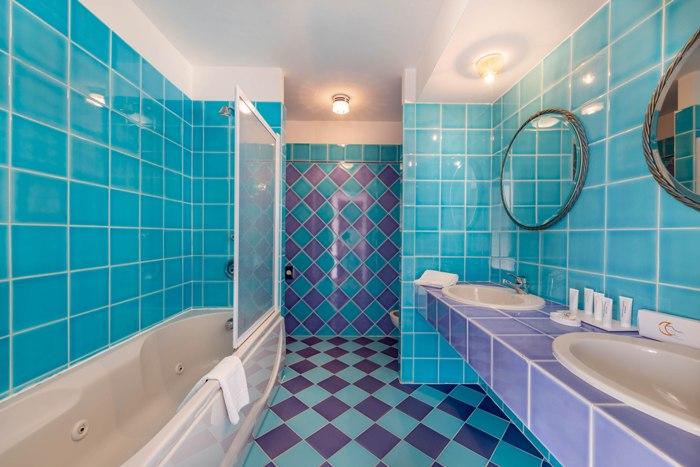 bath-suite-401-img_8049-700x467