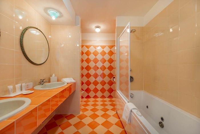 bath-suite-402-img_8103-700x467