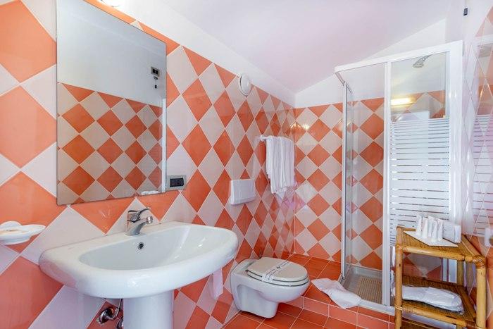 bath-suite-402-img_8244-700x467