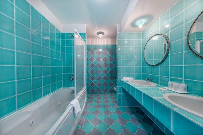 bath-suite-403-img_8178-700x467